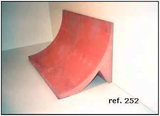 Bordillo de hormigón empotrado a solera ref 252