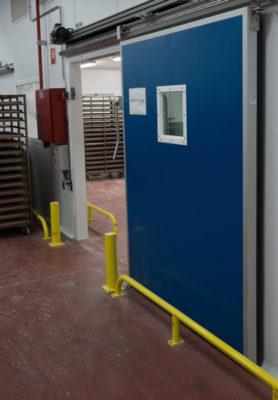 Puerta cámara de fermentación controlada